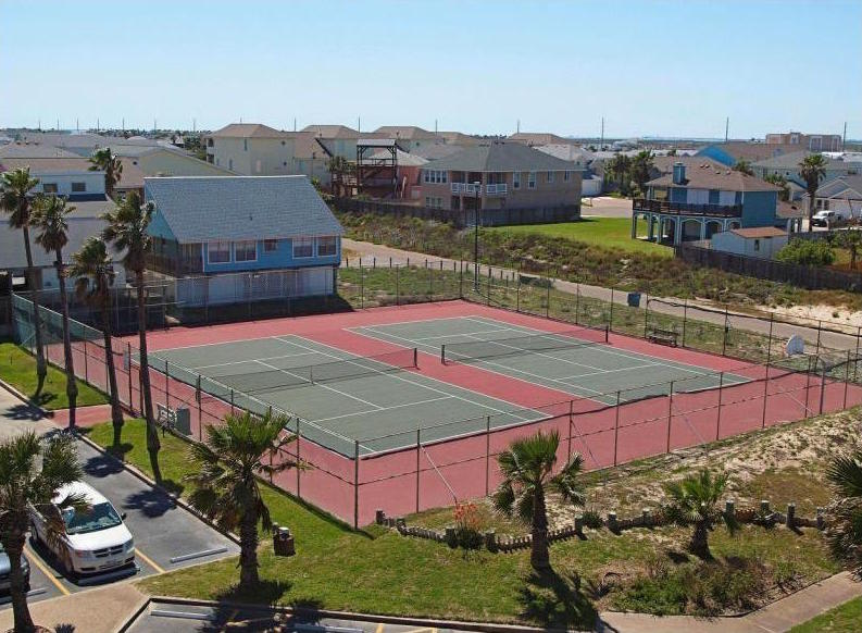 tennis courts at Sandcastle condominiums